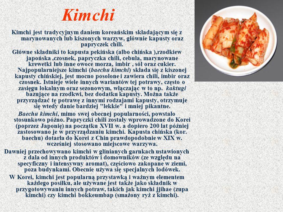 Kimchi Kimchi jest tradycyjnym daniem koreańskim składającym się z marynowanych lub kiszonych warzyw, głównie kapusty oraz papryczek chili.