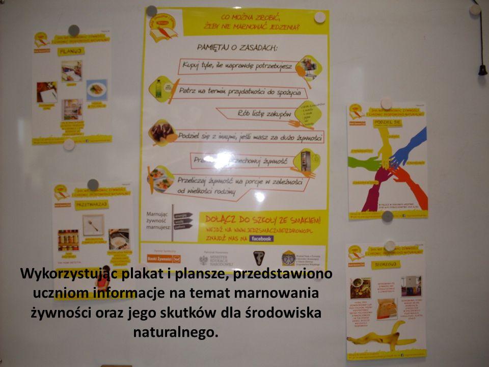Wykorzystując plakat i plansze, przedstawiono uczniom informacje na temat marnowania żywności oraz jego skutków dla środowiska naturalnego.