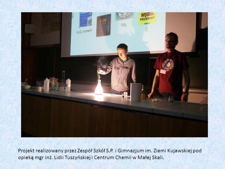 Ogień bez zapałek Obserwacje: Po dodaniu paru kropel alkoholu etylowego do nadmanganianu (VII) z kwasem siarkowym (VI) dochodzi do samozapłonu.