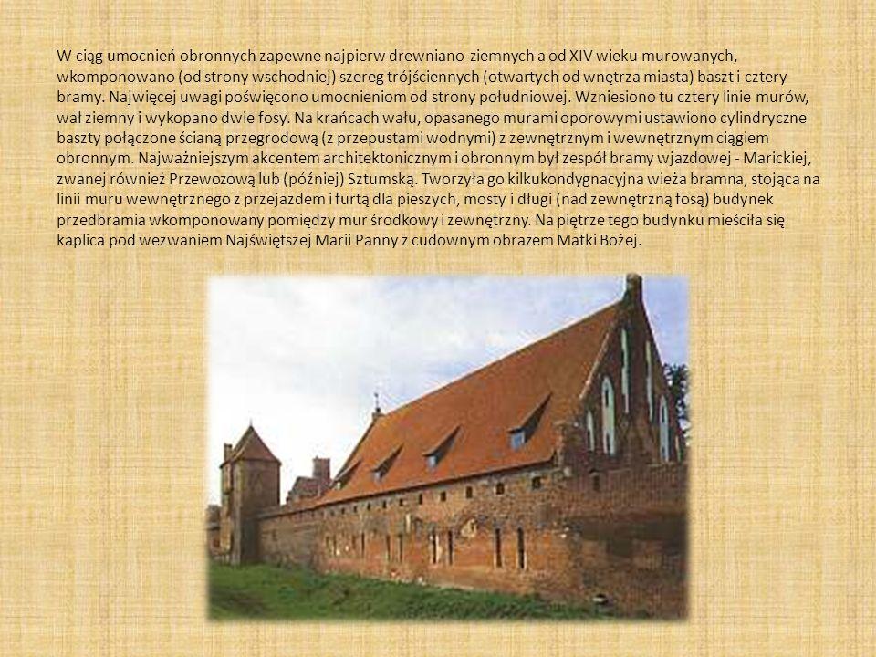 W ciąg umocnień obronnych zapewne najpierw drewniano-ziemnych a od XIV wieku murowanych, wkomponowano (od strony wschodniej) szereg trójściennych (otw