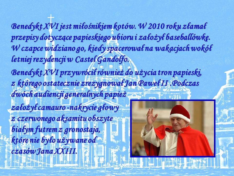 Benedykt XVI jest miłośnikiem kotów.