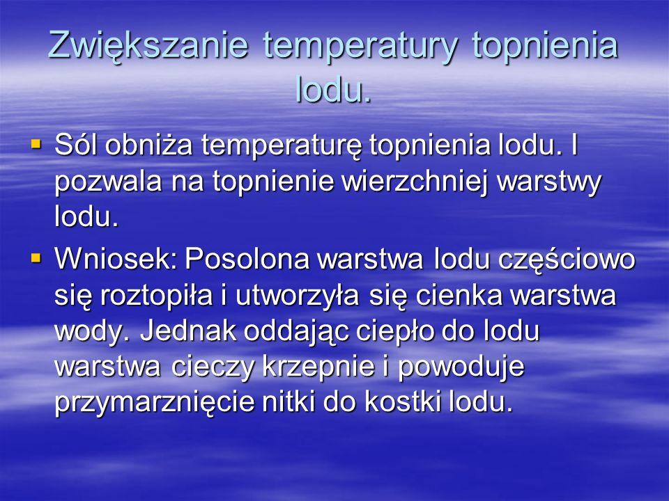 Zwiększanie temperatury topnienia lodu. Sól obniża temperaturę topnienia lodu.