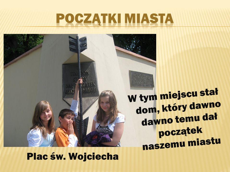 Rzeźba nosi tytuł Przysięga miłości Obok niej znajduje się źródełko do którego można wrzucić pieniążek na szczęście Park miejski – u zbiegu ulic Staszica i Solnej