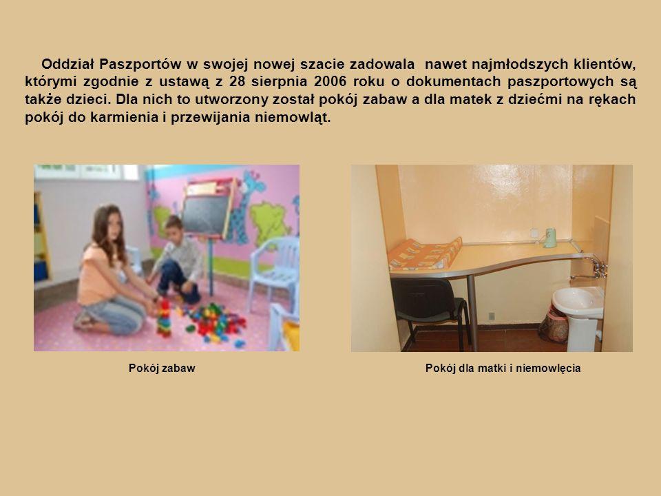 Pokój zabawPokój dla matki i niemowlęcia Oddział Paszportów w swojej nowej szacie zadowala nawet najmłodszych klientów, którymi zgodnie z ustawą z 28 sierpnia 2006 roku o dokumentach paszportowych są także dzieci.