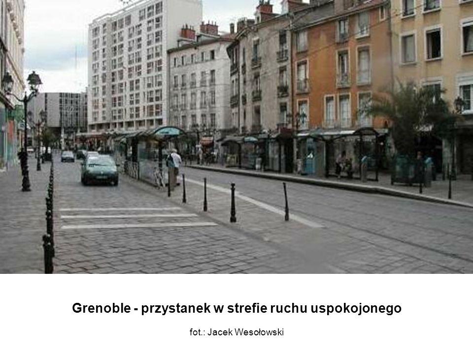Grenoble - przystanek w strefie ruchu uspokojonego fot.: Jacek Wesołowski