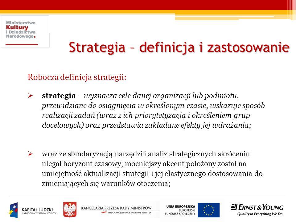 Strategia – definicja i zastosowanie Robocza definicja strategii: strategia – wyznacza cele danej organizacji lub podmiotu, przewidziane do osiągnięci