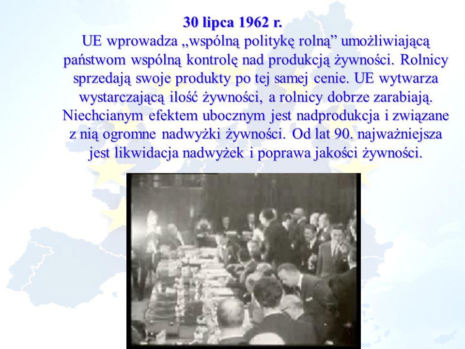 30 lipca 1962 r. UE wprowadza wspólną politykę rolną umożliwiającą państwom wspólną kontrolę nad produkcją żywności. Rolnicy sprzedają swoje produkty