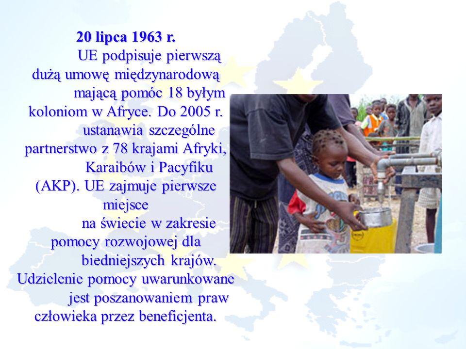 20 lipca 1963 r. UE podpisuje pierwszą dużą umowę międzynarodową mającą pomóc 18 byłym koloniom w Afryce. Do 2005 r. ustanawia szczególne partnerstwo