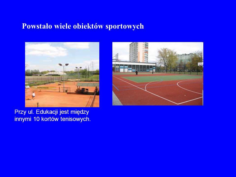 Przy ul. Edukacji jest między innymi 10 kortów tenisowych. Powstało wiele obiektów sportowych