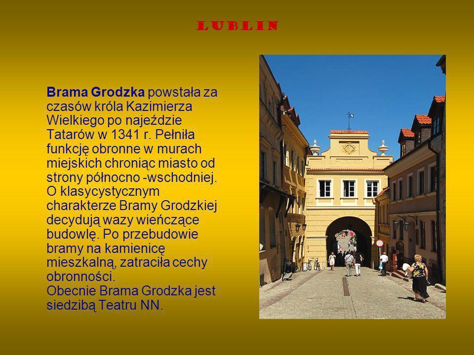 Lublin Brama Grodzka powstała za czasów króla Kazimierza Wielkiego po najeździe Tatarów w 1341 r. Pełniła funkcję obronne w murach miejskich chroniąc