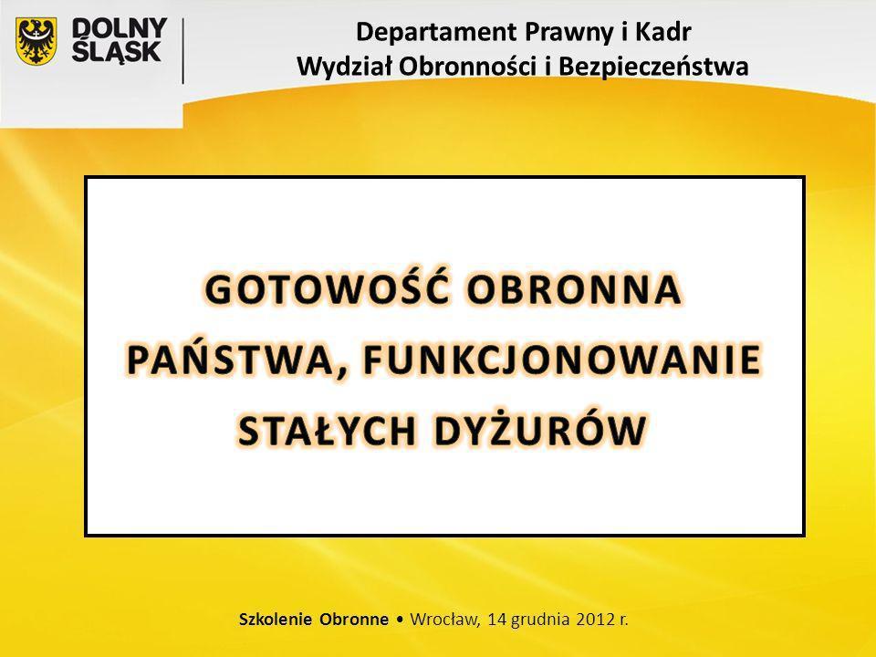 Szkolenie Obronne 14 grudnia 2012 rok ZADANIA REALIZOWANE W STANIE GOTOWOŚCI OBRONNEJ PAŃSTWA CZASU WOJNY PEŁNE ROZWINIĘCIE SYSTEMU OBRONNEGO PAŃSTWA - REALIZACJA ZADAŃ WYNIKAJĄCYCH Z WPROWADZENIA STANU WOJENNEGO; - INTEGRACJA WYSIŁKÓW W CELU ZABEZPIECZENIA POTRZEB SIŁ ZBROJNYCH RP I SOJUSZNICZYCH SIŁ WZMOCNIENIA; - URUCHOMIENIE GŁÓWNYCH I ZAPASOWYCH STANOWISK KIEROWANIA; - REALIZACJA PRZEDSIĘWZIĘĆ MASKOWANIA OPERACYJNEGO; - URUCHAMIANIE PLANÓW OPERACYJNYCH; - MOBILIZACJA GOSPODARKI; - WYKORZYSTANIE REZERW PAŃSTWOWYCH; - MILITARYZACJA PRZEDSIĘBIORSTW.