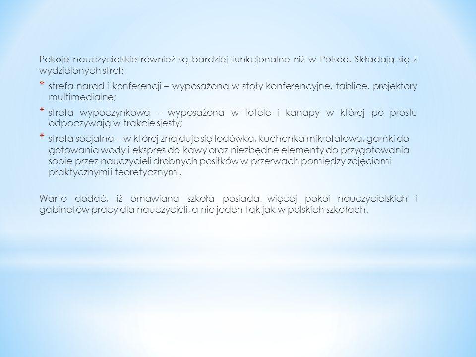 Pokoje nauczycielskie również są bardziej funkcjonalne niż w Polsce. Składają się z wydzielonych stref: * strefa narad i konferencji – wyposażona w st