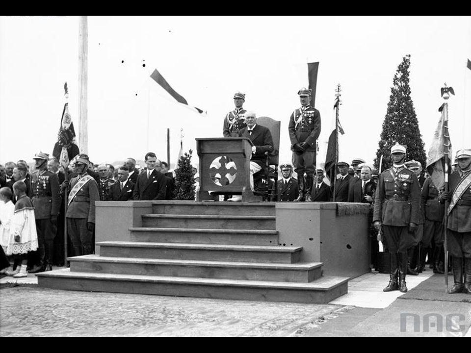 Prezydent RP Ignacy Mościcki podczas Mszy Św. polowej.