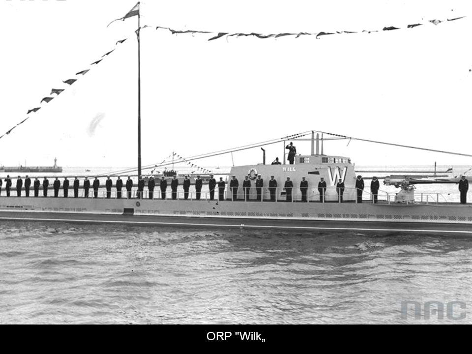 Statki i okręty w gali banderowej.