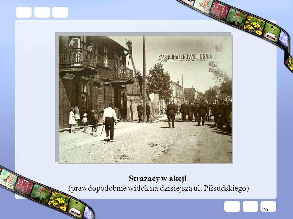 76 Strażacy w akcji (prawdopodobnie widok na dzisiejszą ul. Piłsudskiego)