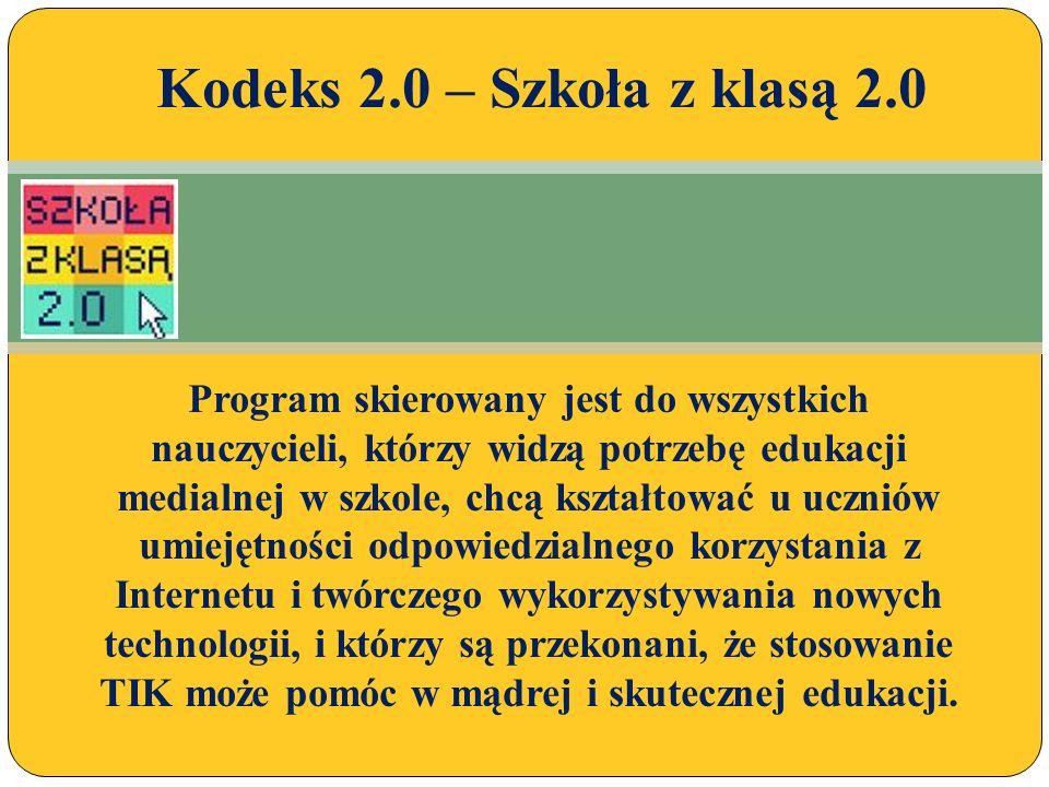 Efekty prac szkolnej debaty w postaci roboczej wersji szkolnego Kodeksu 2.0, koordynator programu przedstawił dyrektorowi szkoły.