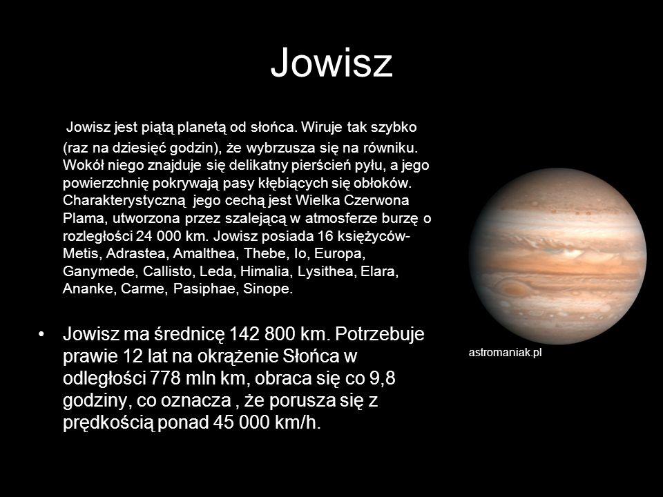 Jowisz Jowisz jest piątą planetą od słońca. Wiruje tak szybko (raz na dziesięć godzin), że wybrzusza się na równiku. Wokół niego znajduje się delikatn