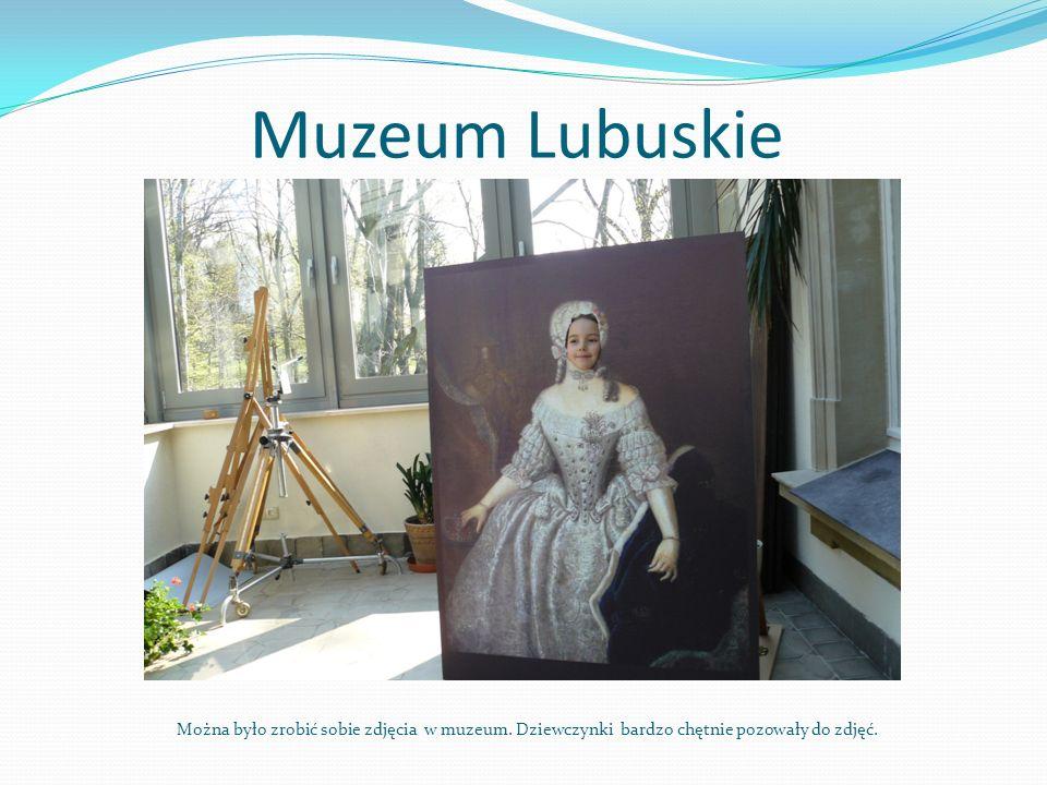 Muzeum Lubuskie Można było zrobić sobie zdjęcia w muzeum. Dziewczynki bardzo chętnie pozowały do zdjęć.