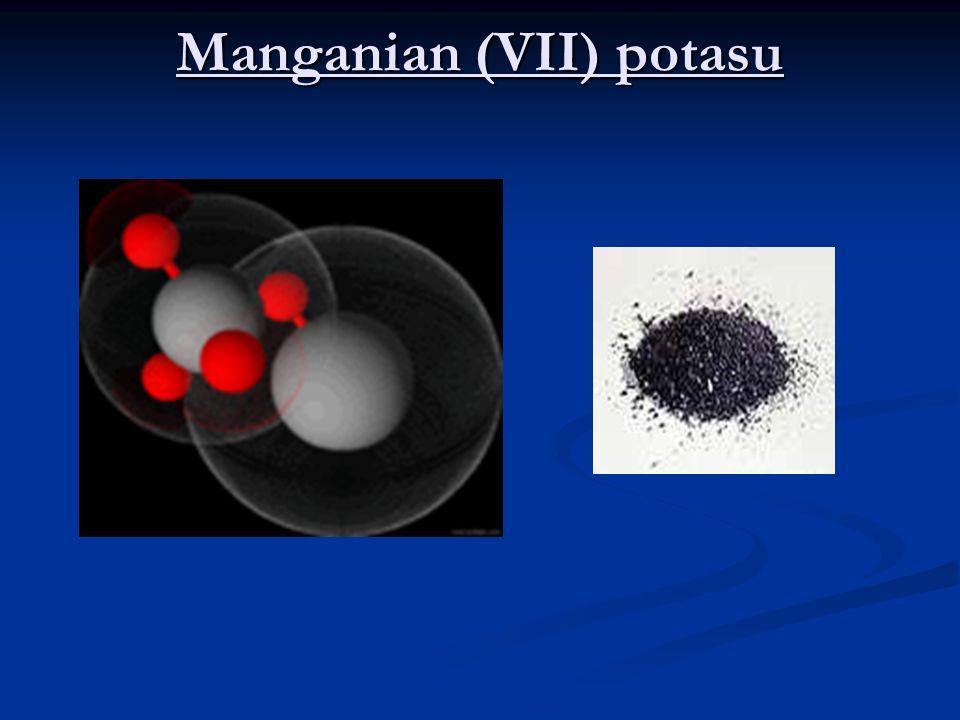Azotan (V) sodu NaNO 3 stosowany jest: jako nawóz azotowy ( zawiera 15,5% azotu) jako nawóz azotowy ( zawiera 15,5% azotu) przed wynalezieniem przemysłowych metod wiązania azotu z powietrza( metoda Mościckiego, metoda Habera i Boscha) azotan sodu był używany do uzyskiwania kwasu azotowego przed wynalezieniem przemysłowych metod wiązania azotu z powietrza( metoda Mościckiego, metoda Habera i Boscha) azotan sodu był używany do uzyskiwania kwasu azotowego wciąż jest ważnym surowcem do produkcji azotanu potasu (saletry potasowej) wciąż jest ważnym surowcem do produkcji azotanu potasu (saletry potasowej) w przemyśle spożywczym do konserwacji mięsa (przeciwdziała tworzeniu się jadu kiełbasianego; symbol UE – E251) w przemyśle spożywczym do konserwacji mięsa (przeciwdziała tworzeniu się jadu kiełbasianego; symbol UE – E251) w przemyśle szklarskim w przemyśle szklarskim do produkcji materiałów wybuchowych odgrywając istotną rolę w produkcji nitrogloceryny do produkcji materiałów wybuchowych odgrywając istotną rolę w produkcji nitrogloceryny jest materiałem chętnie zbieranym przez kolekcjonerów jest materiałem chętnie zbieranym przez kolekcjonerów jest użuwany do produkcji farb, emalii i leków jest użuwany do produkcji farb, emalii i leków stosuje się go jako utleniacz w pirotechnice stosuje się go jako utleniacz w pirotechnice