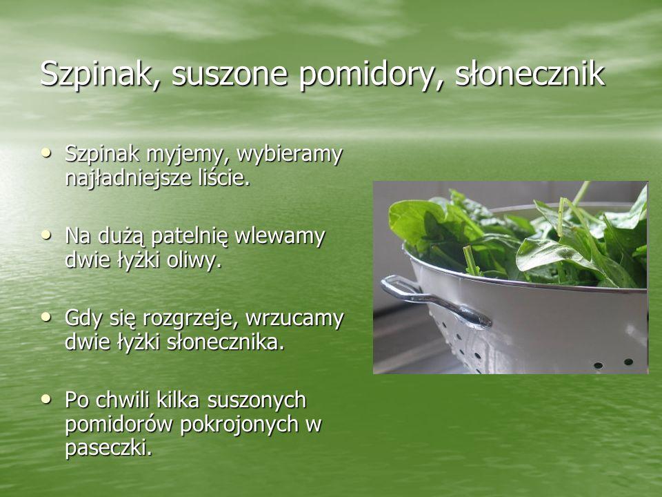 Szpinak, suszone pomidory, słonecznik Szpinak myjemy, wybieramy najładniejsze liście. Szpinak myjemy, wybieramy najładniejsze liście. Na dużą patelnię