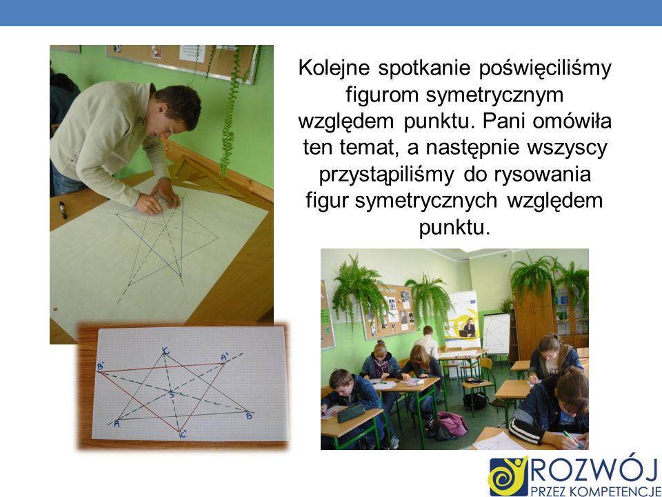 Kolejne spotkanie poświęciliśmy figurom symetrycznym względem punktu. Pani omówiła ten temat, a następnie wszyscy przystąpiliśmy do rysowania figur sy