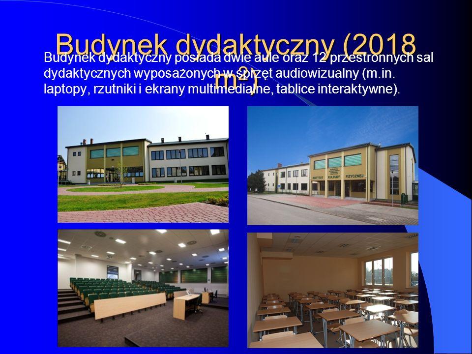 Budynek dydaktyczny (2018 m 2 ) Budynek dydaktyczny posiada dwie aule oraz 12 przestronnych sal dydaktycznych wyposażonych w sprzęt audiowizualny (m.i