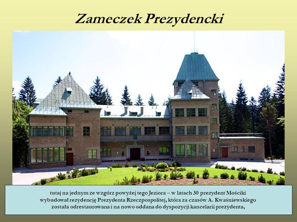 Zameczek Prezydencki tutaj na jednym ze wzgórz powyżej tego Jeziora – w latach 30 prezydent Mościki wybudował rezydencję Prezydenta Rzeczpospolitej, k