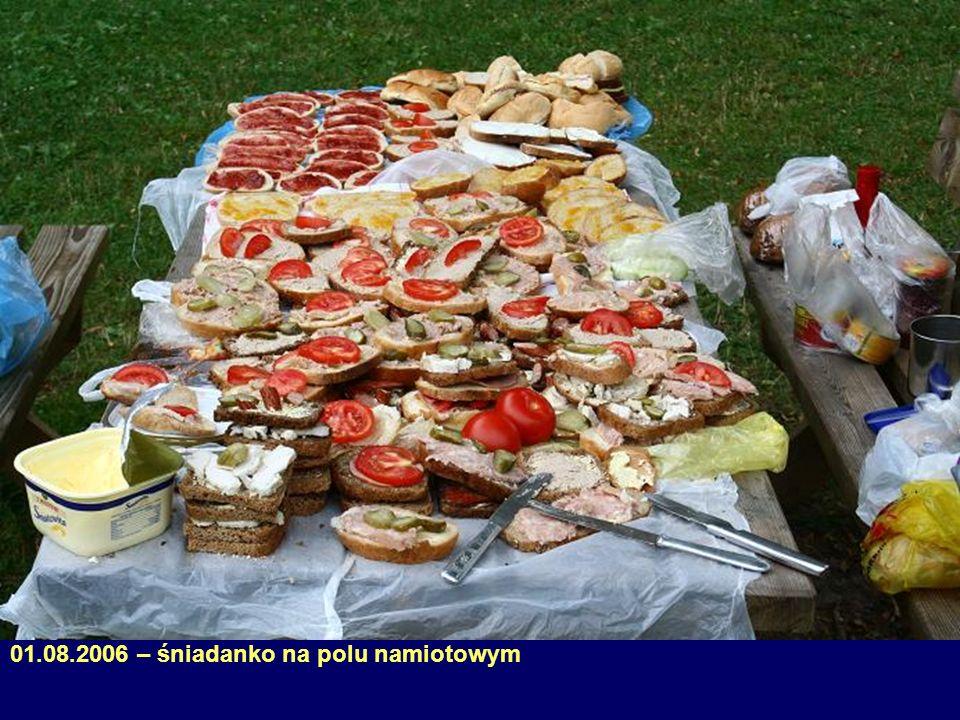 05.08.2006 – kolejka do kuchni (przyczepa)