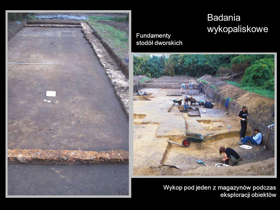 Badania wykopaliskowe Wykop pod jeden z magazynów podczas eksploracji obiektów Fundamenty stodół dworskich