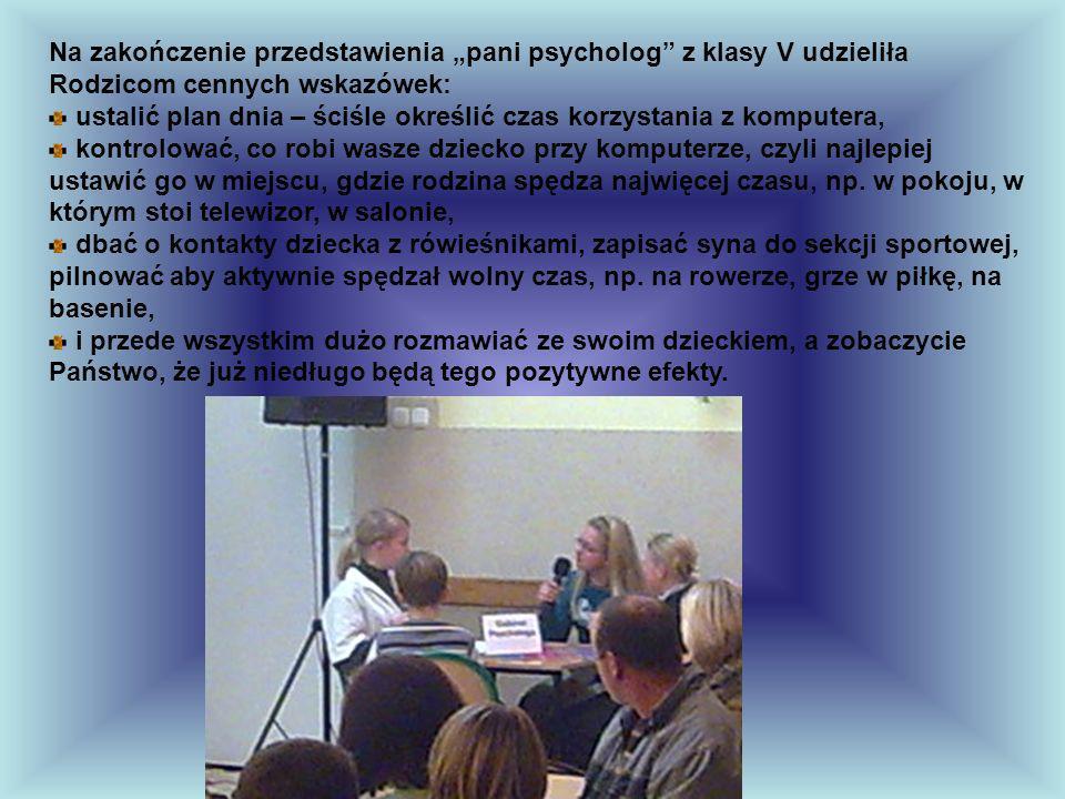 Po przedstawieniu Rodzice obejrzeli prezentację dotyczącą zagrożeń w sieci i zapoznali się z adresami przyjaznych stron www.