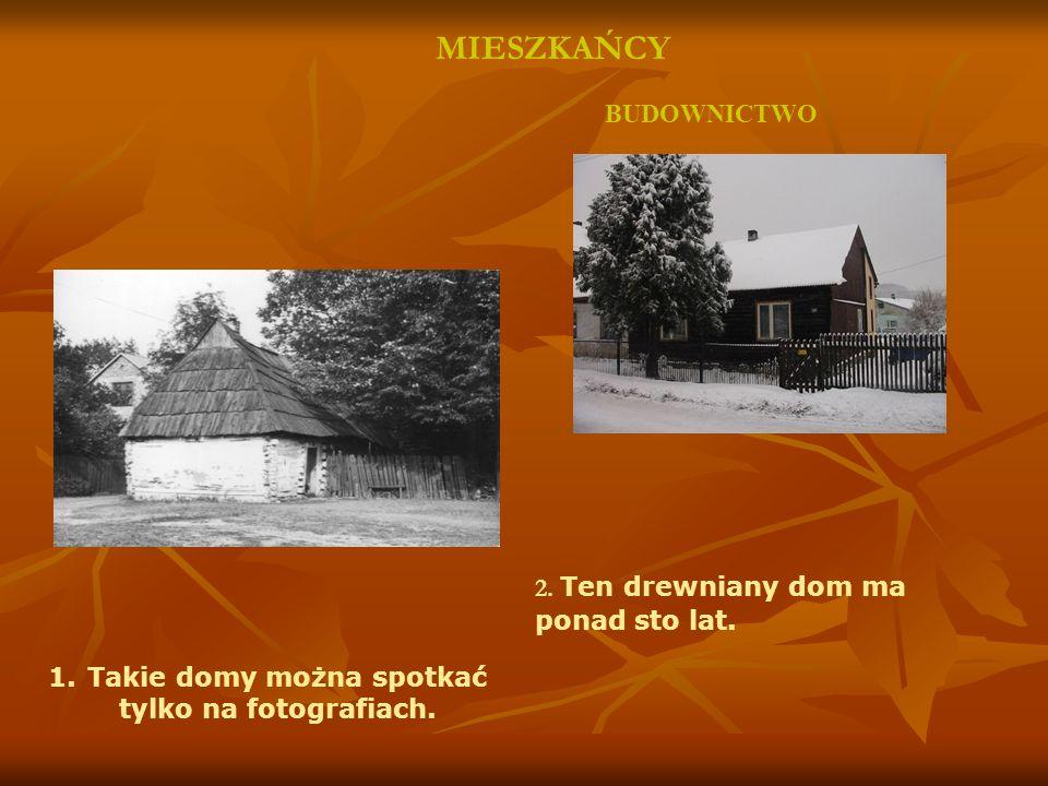 BUDOWNICTWO MIESZKAŃCY 2. Ten drewniany dom ma ponad sto lat. 1.Takie domy można spotkać tylko na fotografiach.