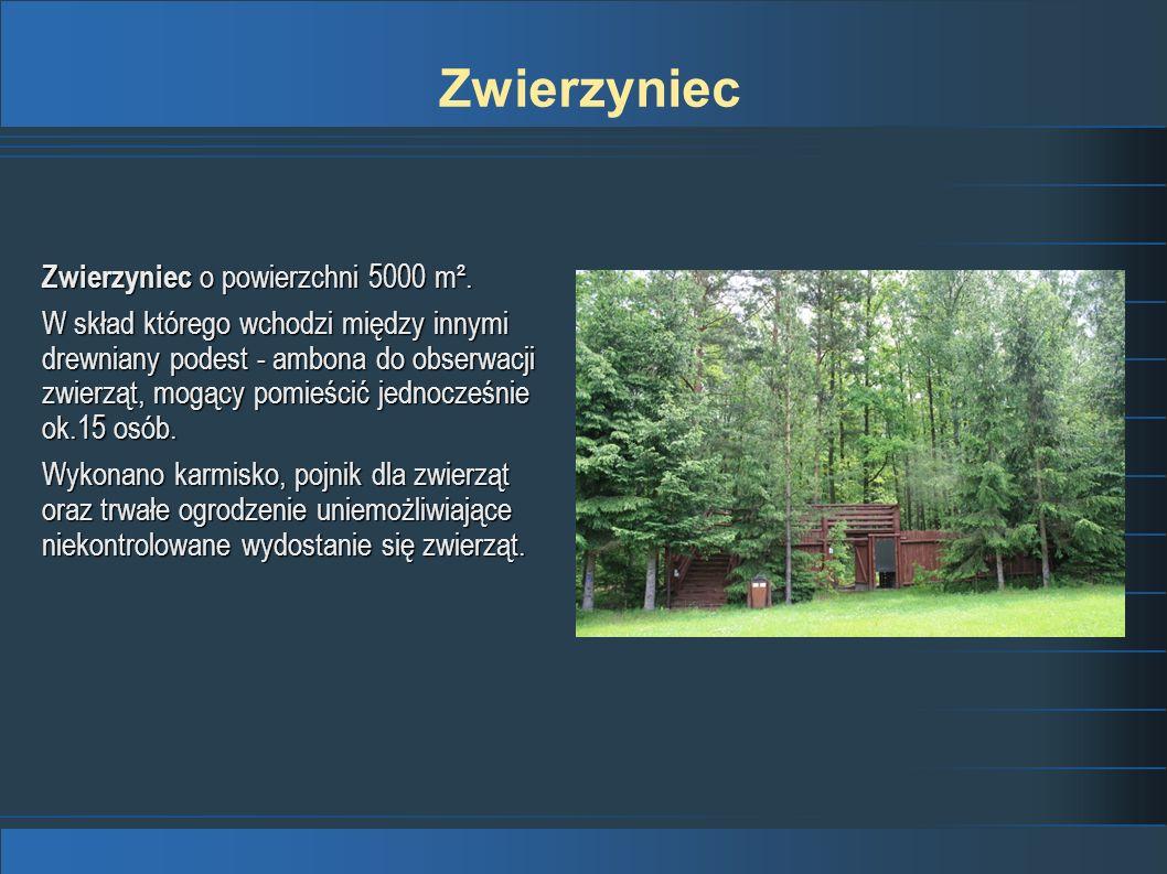 Zwierzyniec o powierzchni 5000 m². W skład którego wchodzi między innymi drewniany podest - ambona do obserwacji zwierząt, mogący pomieścić jednocześn