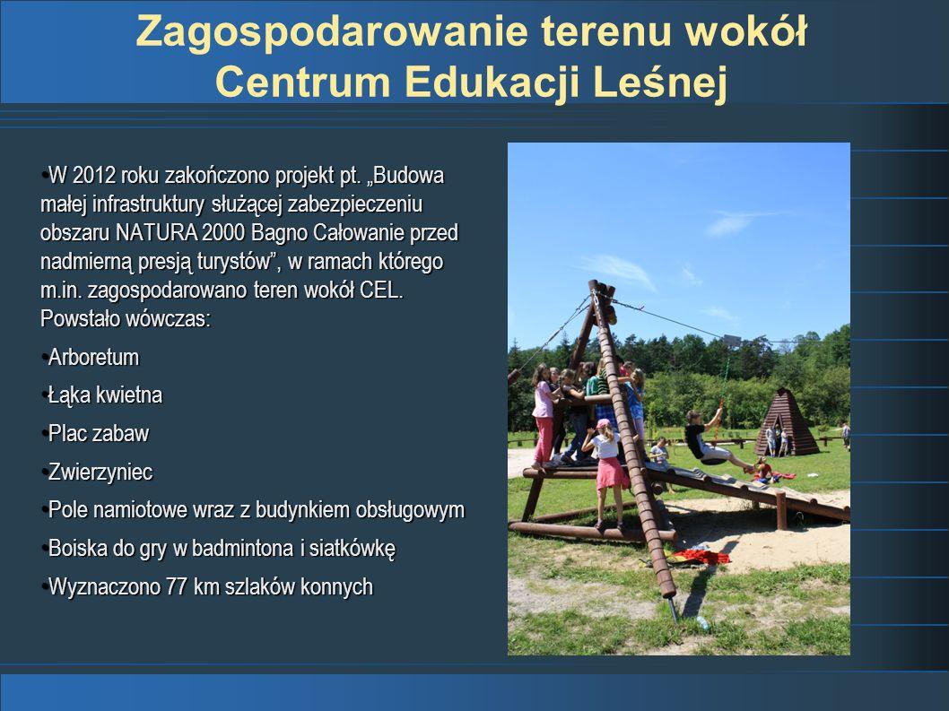 Centrum Edukacji Leśnej Konkurs Towarzystwa Urbanistów Polskich na najlepiej zagospodarowaną przestrzeń publiczną w Polsce edycja 2013 Teren wokół budynku Centrum Edukacji Leśnej został zagospodarowany w ramach projektu Budowa małej infrastruktury służącej zabezpieczeniu obszaru Natura 2000 Bagno Całowanie przed nadmierną presją turystów w ramach V Priorytetu Programu Operacyjnego Infrastruktura i Środowisko 2007-2013, który w całości udało się sfinansować ze środków zewnętrznych.
