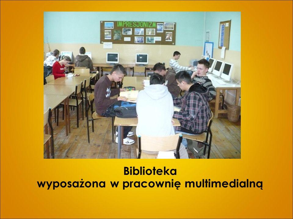 Biblioteka wyposażona w pracownię multimedialną