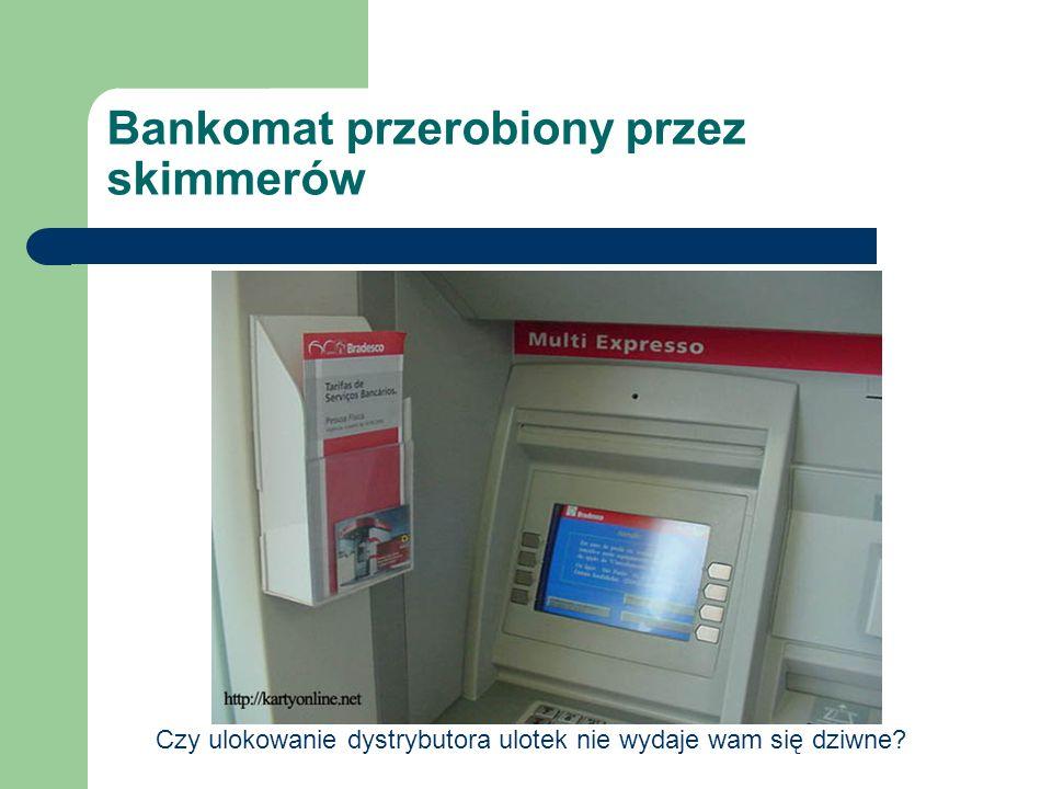 Bankomat przerobiony przez skimmerów Czy ulokowanie dystrybutora ulotek nie wydaje wam się dziwne?