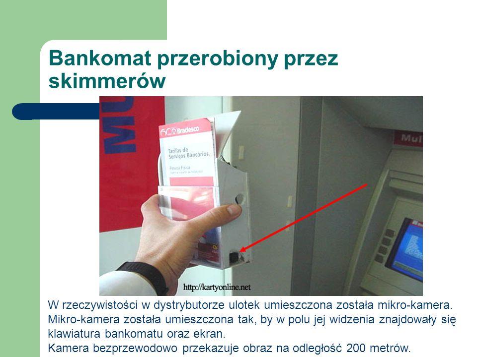 Bankomat przerobiony przez skimmerów W rzeczywistości w dystrybutorze ulotek umieszczona została mikro-kamera. Mikro-kamera została umieszczona tak, b
