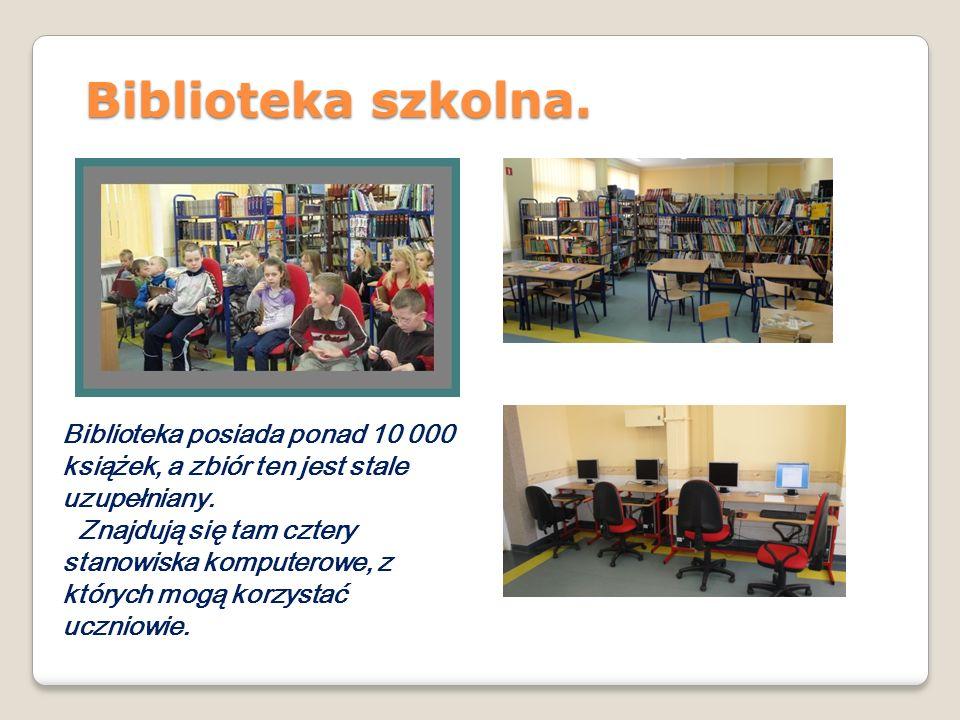 Biblioteka szkolna. Biblioteka posiada ponad 10 000 książek, a zbiór ten jest stale uzupełniany. Znajdują się tam cztery stanowiska komputerowe, z któ
