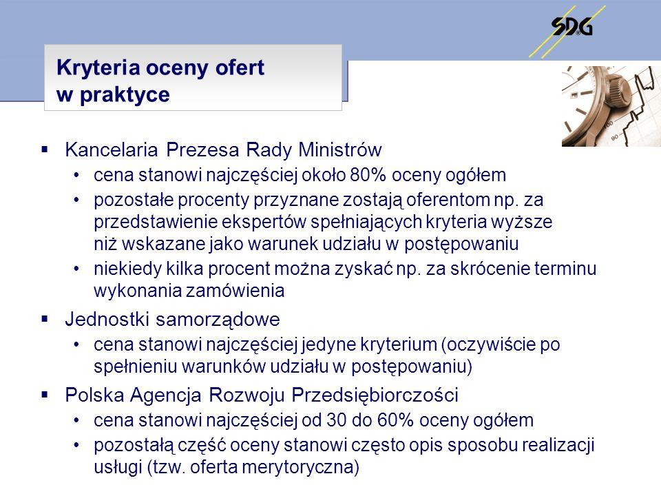 Kryteria oceny ofert w praktyce Instytucje międzynarodowe Etap I – ogłoszenie o zamówieniu spełnienie wymagań formalnych do przystąpienia do projektu – odpowiednie referencje wskazane w ogłoszeniu o zamówieniu (procurement notice) akceptacja referencji przez Instytucję Zamawiającą (contracting authority) – przyjęcie do grona wykonawców (zazwyczaj 8 podmiotów), którzy otrzymują SIWZ (terms of reference) Etap II – złożenie i ocena oferty ocena formalna (evaluation grid) kompletność przedstawionej oferty