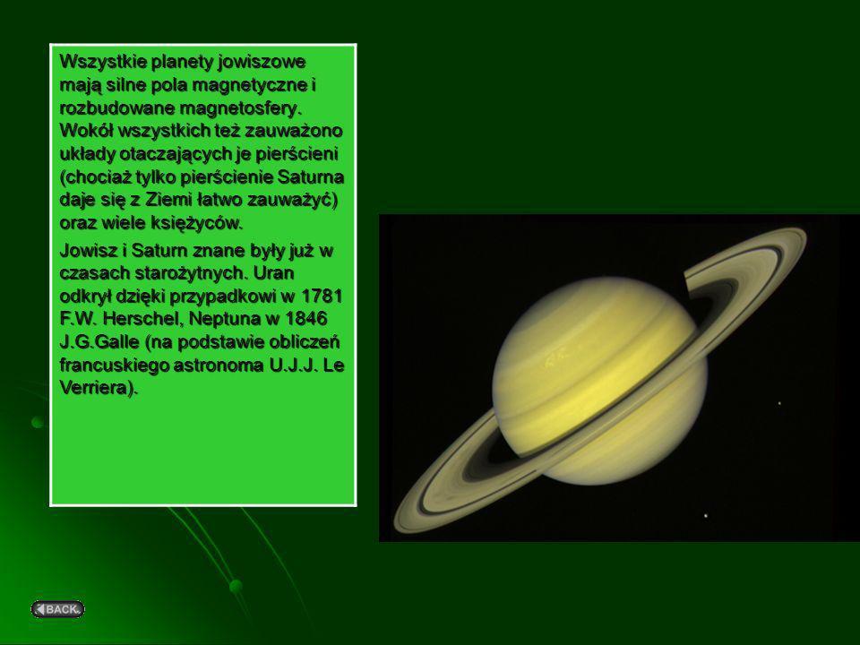 Jowiszowe pasy i strefy są bardzo wyraźne, pomarańczowo-kremowe, saturnowe są wyraźnie bledsze, delikatniejsze, na Uranie ich obecność daje się zauważ