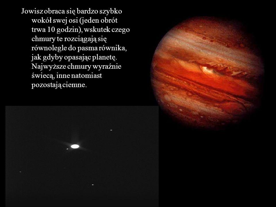 Jowisz obraca się bardzo szybko wokół swej osi (jeden obrót trwa 10 godzin), wskutek czego chmury te rozciągają się równolegle do pasma równika, jak g