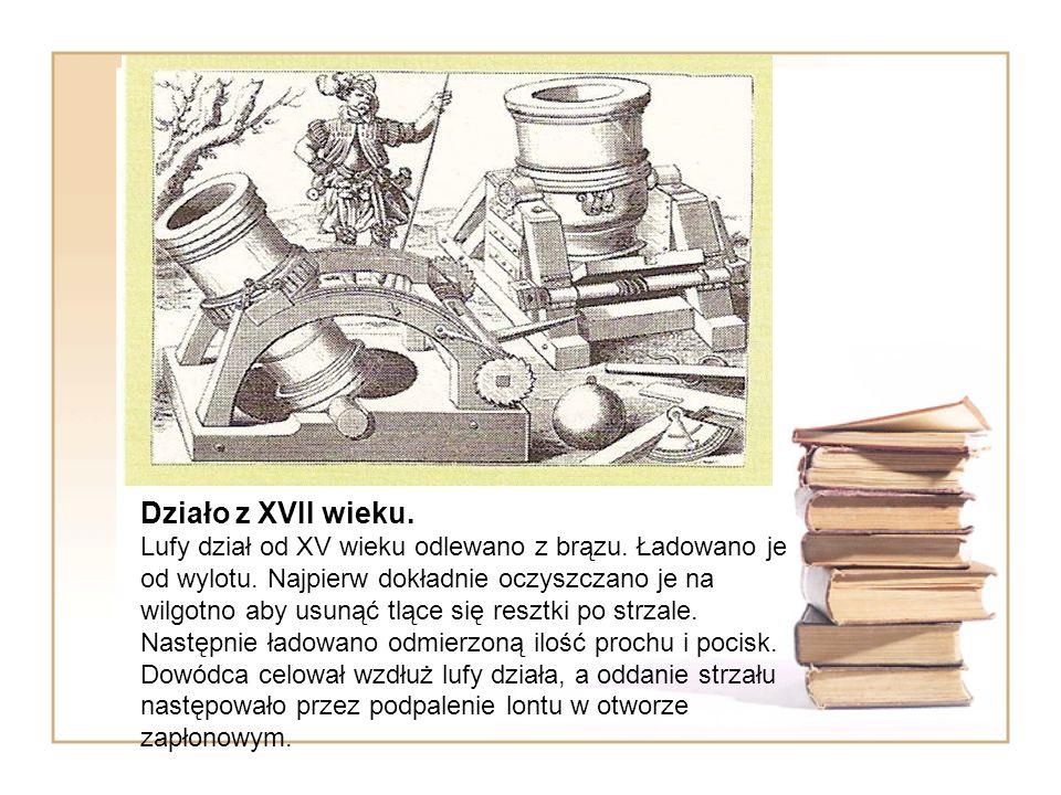 Działo z XVII wieku. Lufy dział od XV wieku odlewano z brązu. Ładowano je od wylotu. Najpierw dokładnie oczyszczano je na wilgotno aby usunąć tlące si