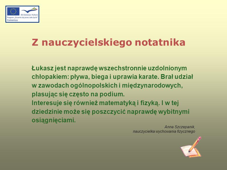 Z nauczycielskiego notatnika Łukasz jest naprawdę wszechstronnie uzdolnionym chłopakiem: pływa, biega i uprawia karate. Brał udział w zawodach ogólnop