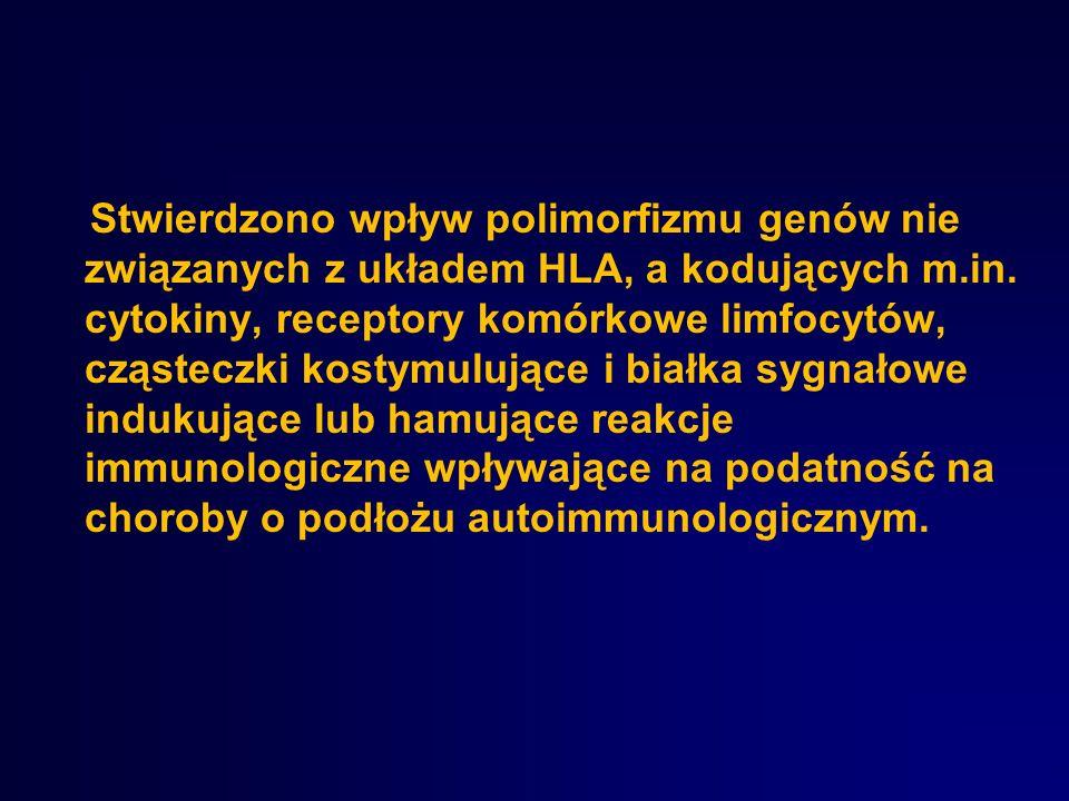 Stwierdzono wpływ polimorfizmu genów nie związanych z układem HLA, a kodujących m.in. cytokiny, receptory komórkowe limfocytów, cząsteczki kostymulują