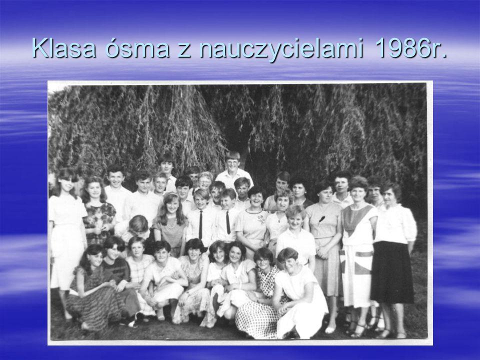 Klasa ósma z nauczycielami 1986r.