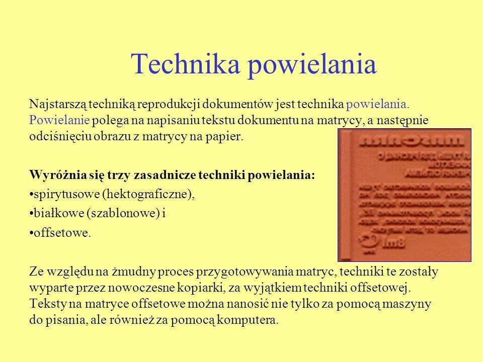 Technika powielania Najstarszą techniką reprodukcji dokumentów jest technika powielania. Powielanie polega na napisaniu tekstu dokumentu na matrycy, a