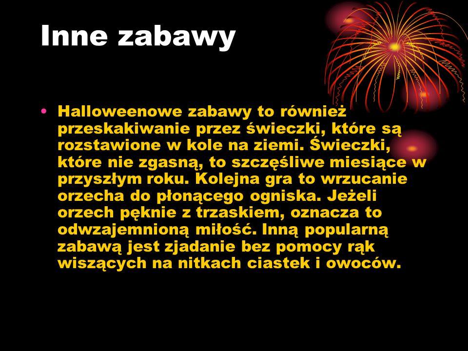 Inne zabawy Halloweenowe zabawy to również przeskakiwanie przez świeczki, które są rozstawione w kole na ziemi. Świeczki, które nie zgasną, to szczęśl