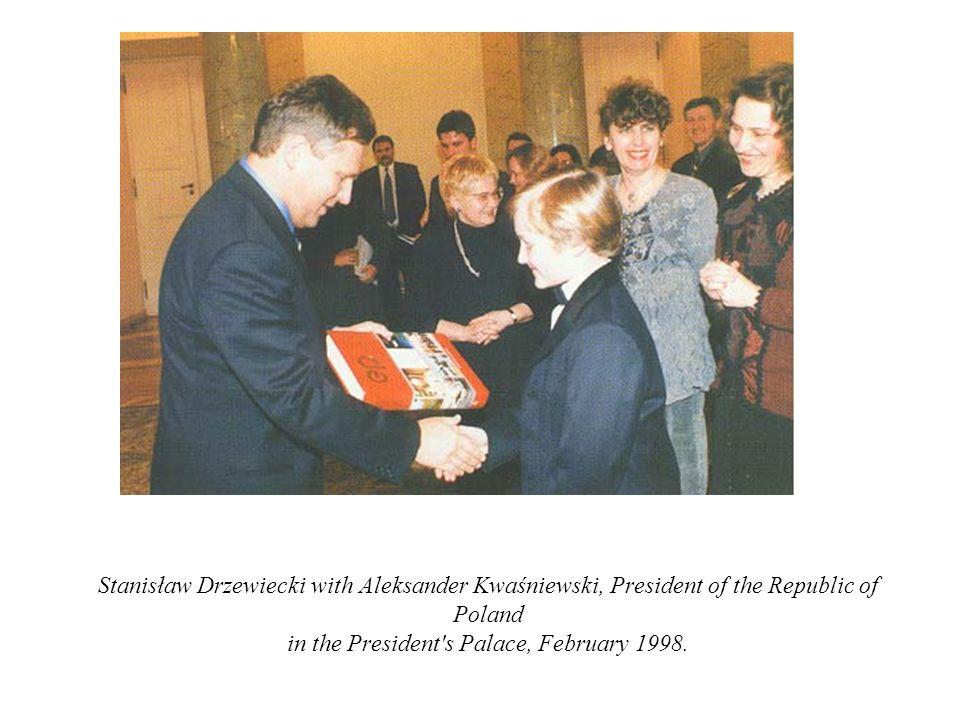 Stanisław Drzewiecki with Aleksander Kwaśniewski, President of the Republic of Poland in the President's Palace, February 1998.