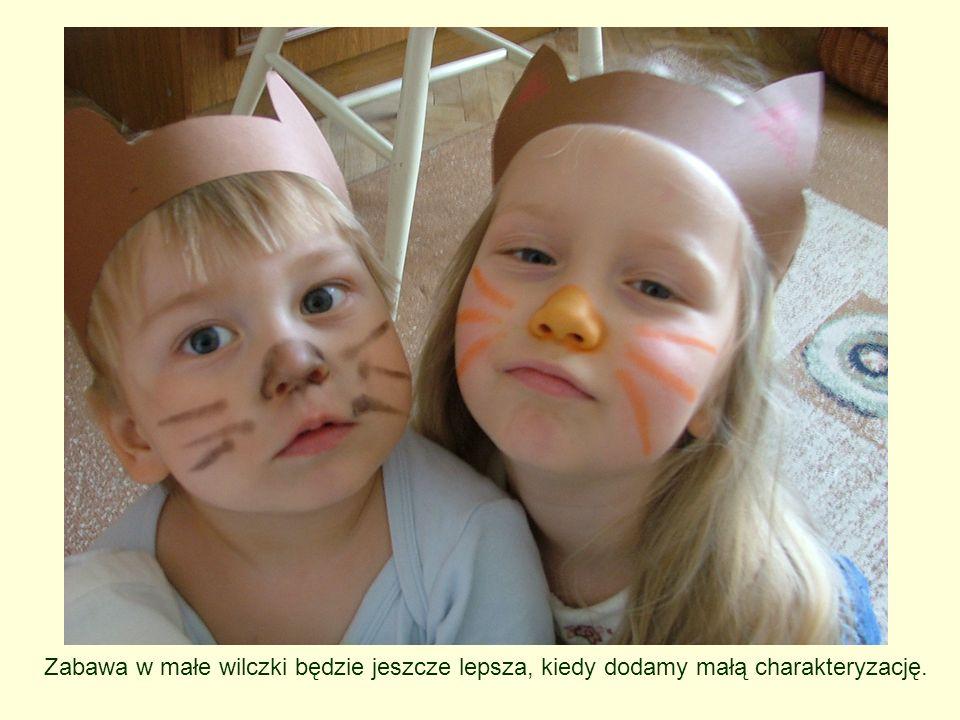 materiały: kartki z sylwetką wilka (link do sylwetki), klej, kawałeczki miękkiej tkaniny w odcieniach szarości w trakcie zabawy dzieci odpowiadają na pytanie: Jaki jest według nich wilk.
