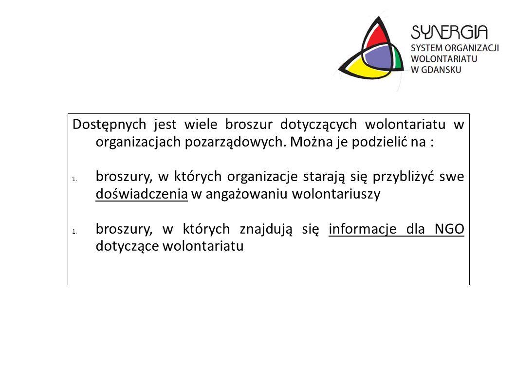 Dostępnych jest wiele broszur dotyczących wolontariatu w organizacjach pozarządowych. Można je podzielić na : 1. broszury, w których organizacje stara