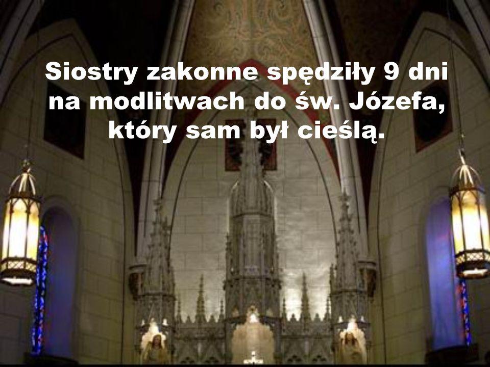 Kaplica została zaprojektowana przez francuskiego architekta Antoine Mouly i ukończona w 1873 roku. Architekt nagle zmarł i zakonnice zobaczyły, że ni